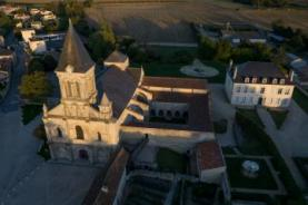Abbaye de nieul vue aerienne large