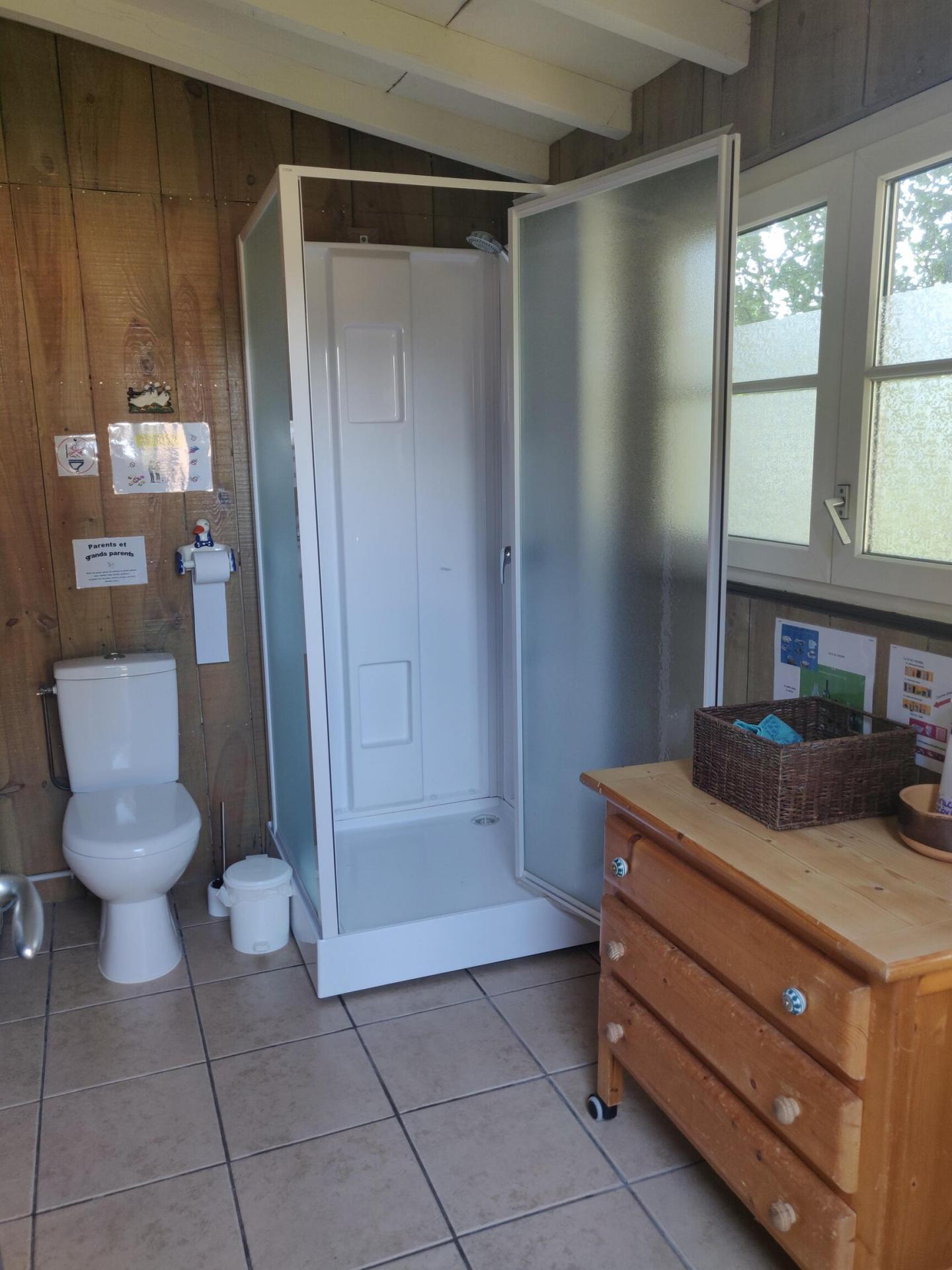 La cabane à laver, la douche